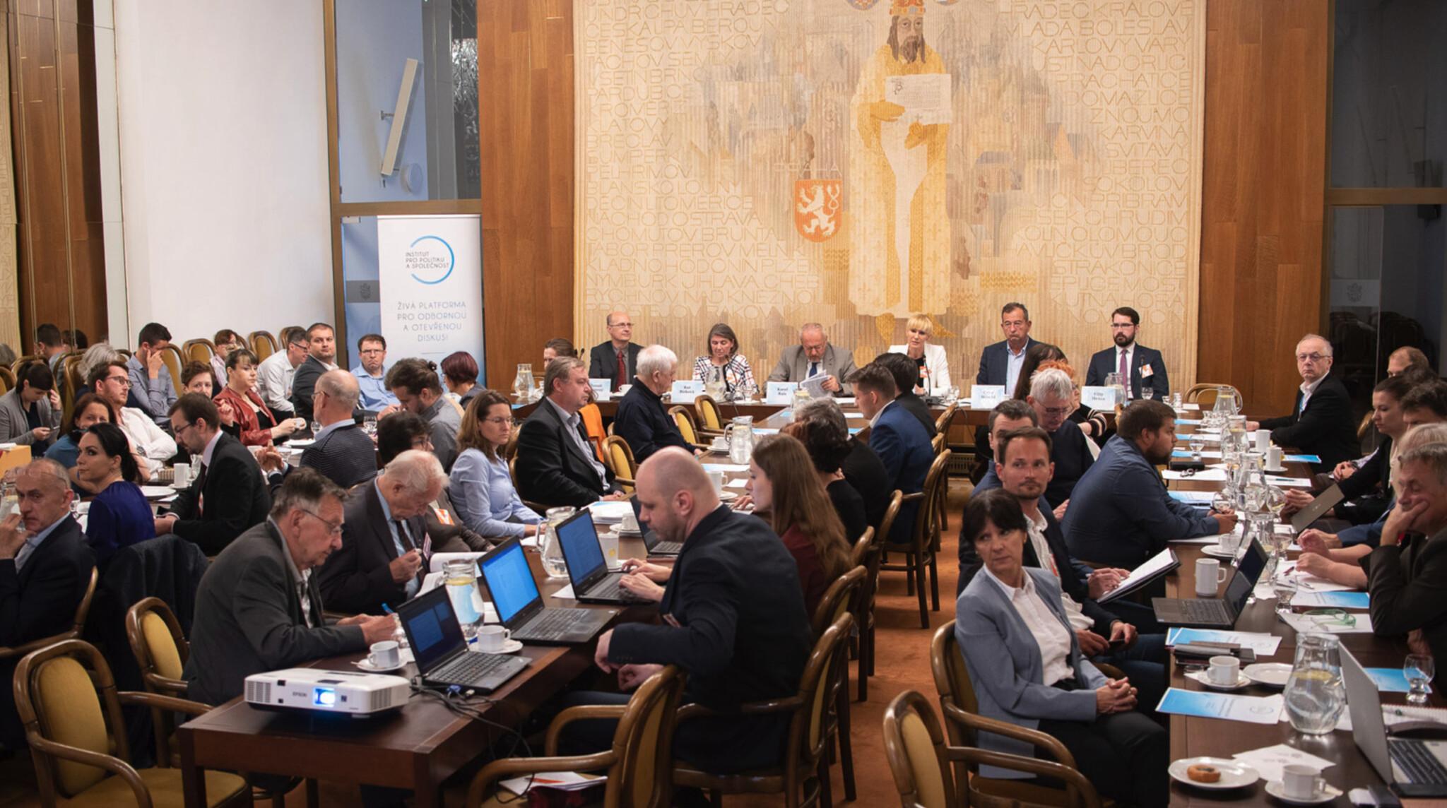 Digitální daň - silná pro a proti očima spotřebitelů, ekonomů, exportérů a IT sektoru